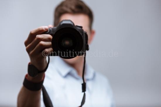 Studio Fotograf mit SLR Kamera