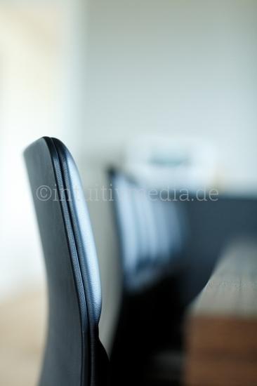 Designer Stuhl am Konferenztisch