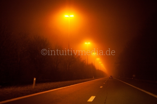 Beleuchtete Autobahn in Belgien