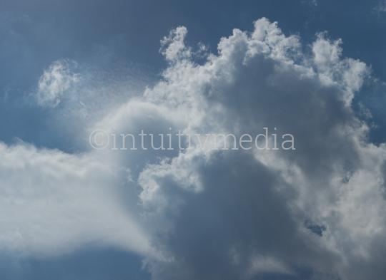 Wolken in der Blauen Luft