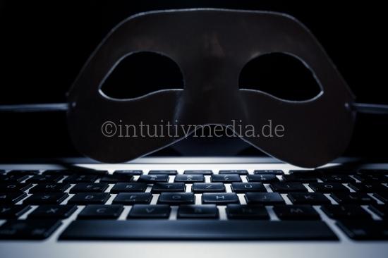 Tastatur und Hacker Maske