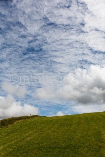 Wiese und Wolken