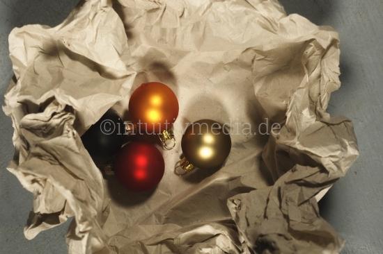 Weihnachtsdekoration auspacken