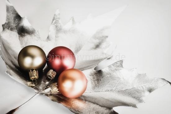 Drei Christbaum Kugeln Weihnachtsmotive
