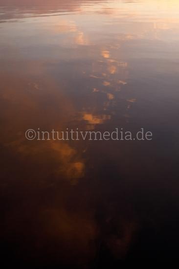 Abendwolken im Laacher See