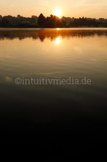 Sonnenaufgang über dem Bütgenbacher See