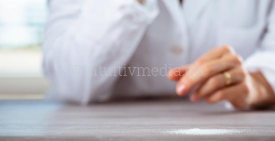 Weisses Puder auf dem Tisch