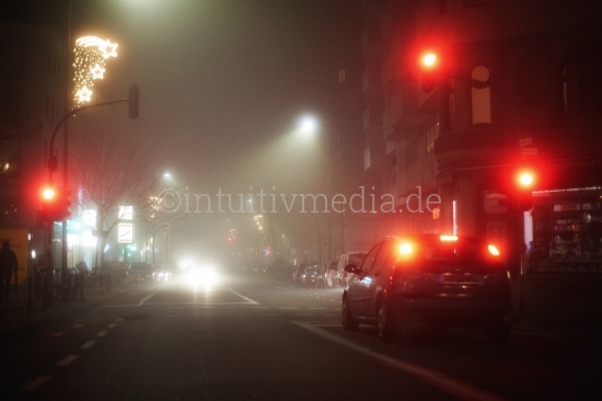 Stadt im Nebel - Rote Ampel