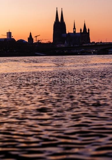 Kölner Dom Silhouette am Abend