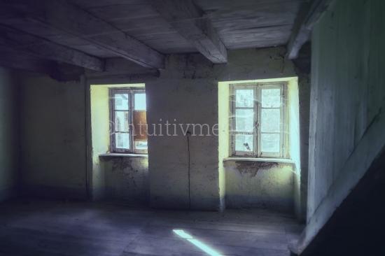 Licht in alten Fenstern
