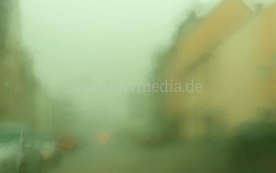 Unscharfe Strasse Regenwetter