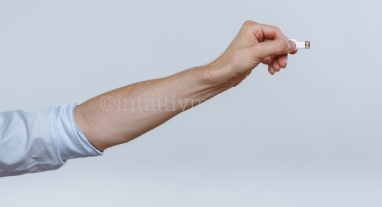 Hand mit usb Stick