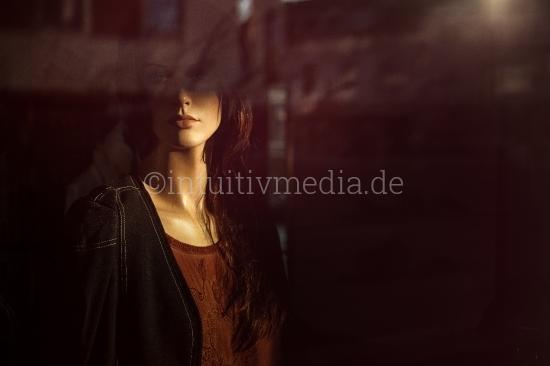 Portrait einer Modepuppe im Schaufenster