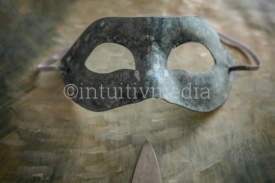 Maske mit Messerspitze