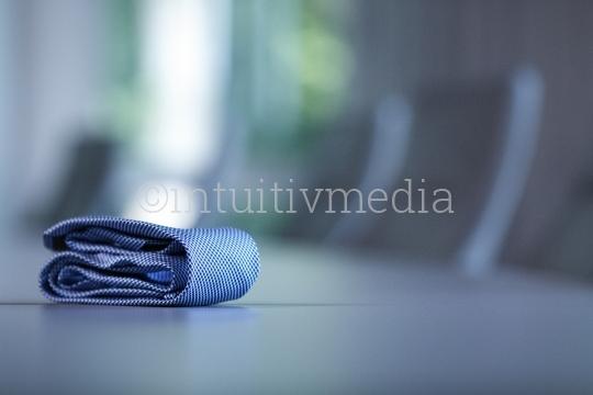 Krawatte auf dem Tisch
