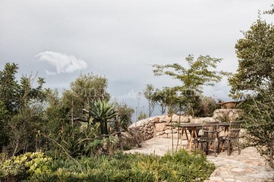 Rustikale Terrasse mit Ausblick