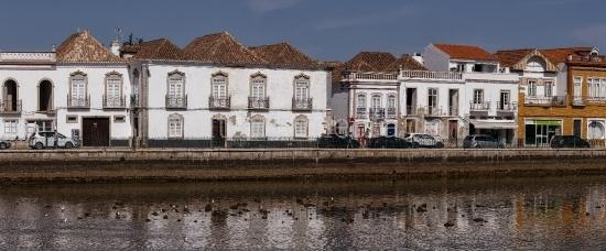 Häuserreihe in Tavira