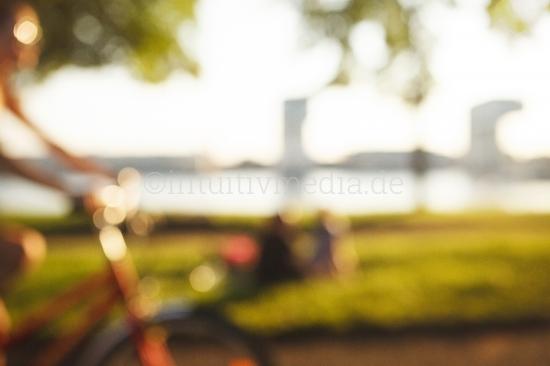 Fahrradfahrerin Poller Wiesen