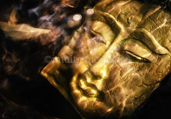Buddha Gesicht im Wasser