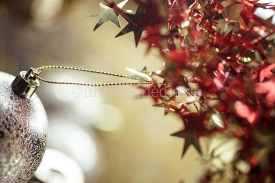 Weihnachtskugeln mit Sternen