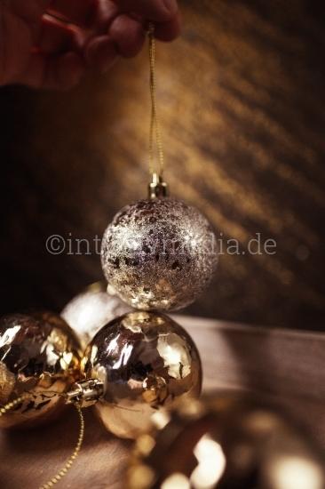 Weihnachtsdekoration vorbeiten