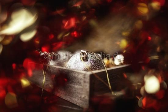 Weihnachtskugeln in der Kiste