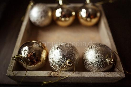 Weihnachtskugeln in der Box