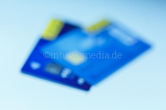 2 Kreditkarten unscharf