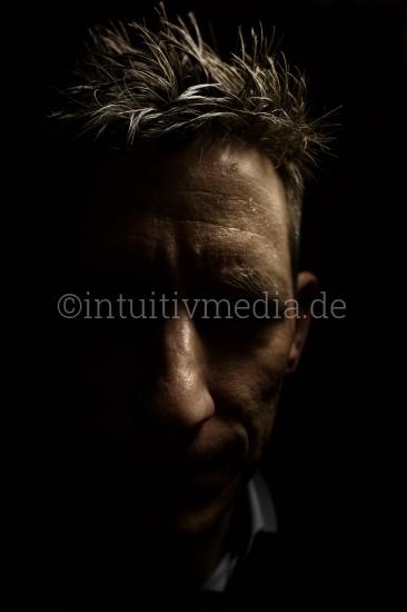 Dunkles Portrait
