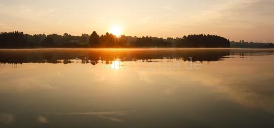 Sonnenaufgang über See Panorama
