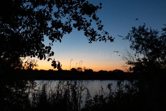 Sonnenaufgang am Fluss