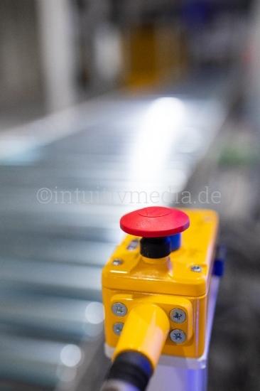 Roter Knopf auf Laufband