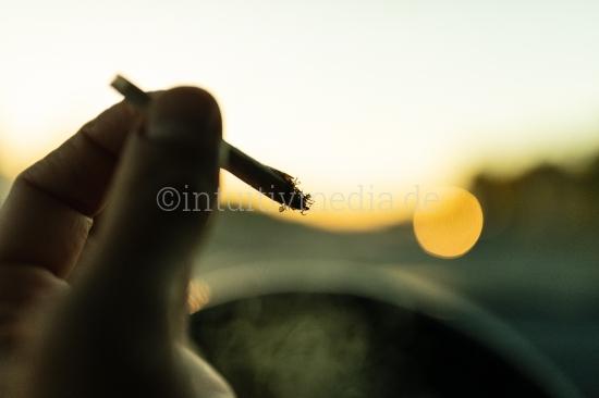 Drogen am Steuer - Joint Rauchen