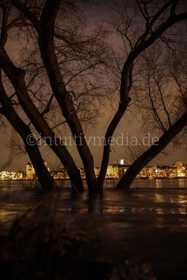 Köln Rheinufer nachts