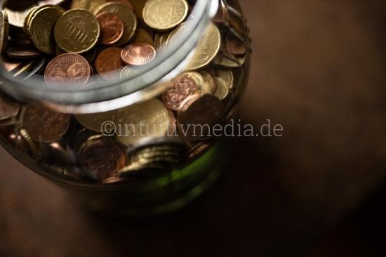 Euro Münzen in großem Spar Glas